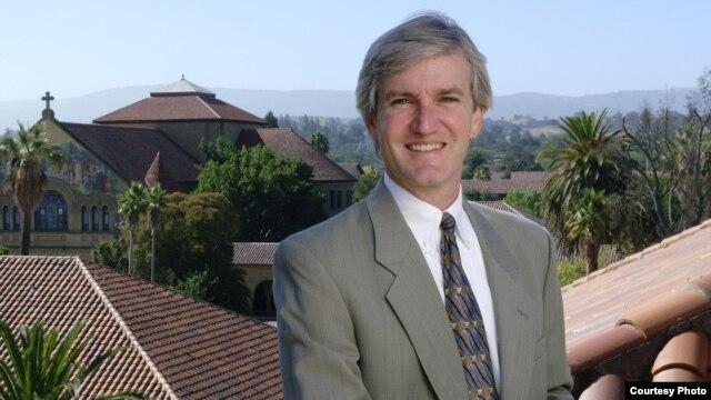 Giám đốc Chương trình Luật Quốc tế và Đối chiếu của Trường Luật Đại học Stanford (Hoa Kỳ), Giáo sư Allen Weiner.