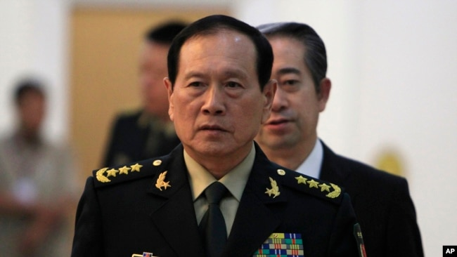 2018年6月18日中国国防部长魏凤和抵达柬埔寨金边的和平宫准备会见柬埔寨首相洪森(美联社)