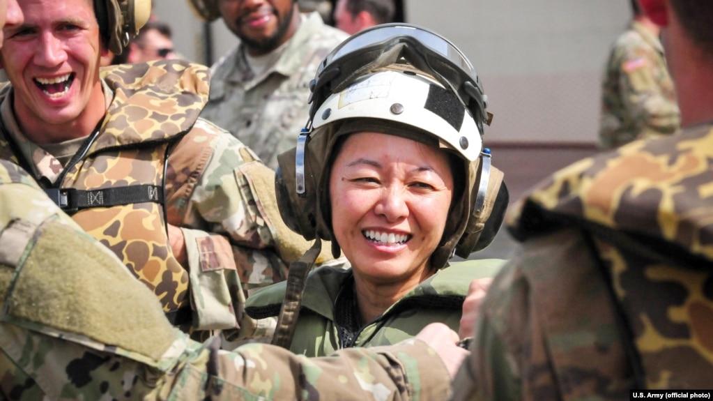 Đại tá Danielle Ngô, Chỉ huy trưởng Lữ đoàn Công binh 130, trong đợt huấn luyện hoạt động ở Hawaii, ngày 25 tháng 1, 2018.