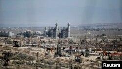 حوزه نفتی میدوی سان ست در کالیفرنیا سنگ نفت را از منطقه مونتری استخراج می کند.