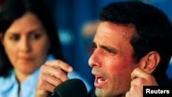 FILE- Venezuela's opposition leader Henrique Capriles talks to the media during a news conference in Caracas, Apr. 18, 2013.