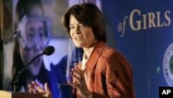 La ex astronauta Sally Ride habla en la primera Cumbre para el Avance de las Niñas en Matemáticas y Ciencias, en Washington, D.C. el 15 de mayo de 2006.