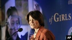 Astronot Sally Ride menjadi pembicara pada acara kompetisi sains khusus untuk perempuan di Washington (foto: dok).