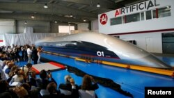 Toa tàu hyperloop kích thước thật được ra mắt hôm 2/10/2018 ở Tây Ban Nha