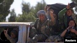 叙利亚民主力量女战士(2016年2月18日资料照)