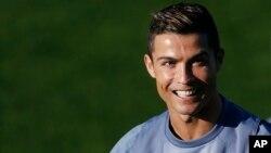 ေ႐ွ႕တန္းတိုက္စစ္မႉး Cristiano Ronaldo