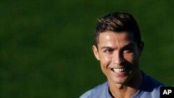 Ronaldo ေ႐ႊေဘာ္လံုးဆု စတုတၳအႀကိမ္ ဆြတ္ခူး