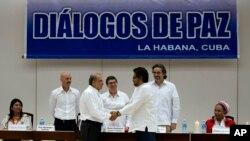 Chính phủ Colombia, phiến quân ký thoả thuận tại Havana, ngày 15/12/2015.