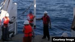 Profesör Yair Rosenthal ve ekibi Endonezya'da, Büyük Okyanus'la (Pasifik) Hint Okyanusu'nun birleştiği bölgede okyanus altından çökelti örnekleri toplarken