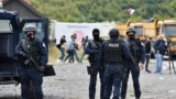 Pripadnici kosovske specijalne policije tokom protesta Srba u blizini prelaza Jarinje, 21. septembar 2021. (Foto: Reuters/Laura Hasani)