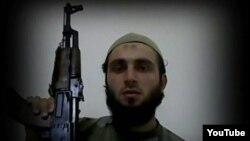 Suriye'de El Kaide'ya bağlı bir terör grubunun saflarında savaşırken ölen Türk kökenli eski Alman milli futbolcu 'Ebu Abdullah el-Türki' kod adlı Burak Karan'ın YouTube'dan alınan fotoğrafı