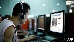 Internet kafe u Pekingu juna 2009. pre nego što je vlada blokirala pristupe zapadnim vebsajtovima (arhiva)
