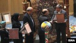 علی جنتی وزیر ارشاد ایران در همایش حمایت از تیم ملی فوتبال ایران - ۲۱ اردیبهشت ۱۳۹۳