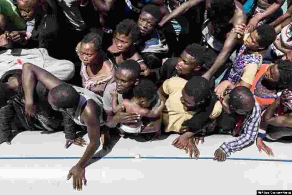 Wahamiaji wengi wanakubali kusafiri kwa boti kama hizi kwa vile wanasema wameskia wakifika Uingereza watapokea pauni £36,95 kwa wiki..