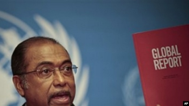 Michel Sidibe, Executive Director of UNAIDS, shows the UNAIDS 2010 Global Report on the global AIDS epidemic at the United Nations in Geneva, Switzerland, Tuesday, Nov 23, 2010