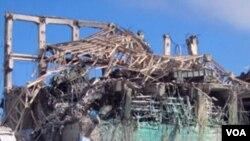 Kerusakan di pusat reaktor nuklir Fukushima akibat bencana gempa bumi dan tsunami Maret lalu.