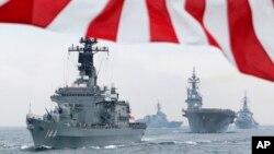 Tàu hải quân Nhật Bản trong vùng biển ngoài khơi Sagami, phía nam Tokyo.