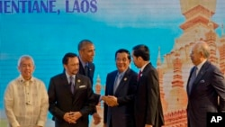 U.S. President Barack Obama, third left, shakes hands with Indonesia's President Joko Widodo, second right, during 4th ASEAN-United States summit, a parallel summit in the ongoing 28th and 29th ASEAN Summits and other related summits at National Convention Center in Vientiane, Laos, Thursday, Sept. 8, 2016. ASEAN leaders, from left, Philippine Secretary of Foreign Affairs Perfecto Yasay, who is standing in for Philippine President Rodrigo Duterte, Brunei's Foreign Minister and Prime Minister Sultan Hassanal Bolkiah, Cambodia's Prime Minister Hun Sen, Widodo, and Malaysia's Prime Minister Najib Razak. (AP Photo/Gemunu Amarasinghe)