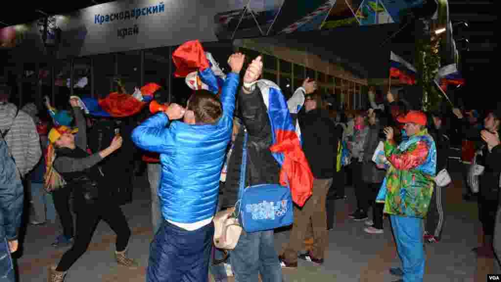 Россияне «зажигают» после победы фигуристки Аделины Сотниковой