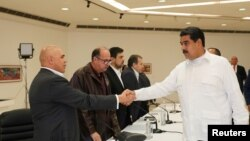 Perezida Nicolas Maduro wa Venezuwela aramukanya n'abo batavugarumwe