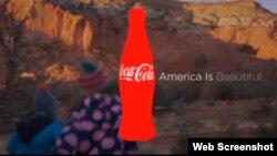 可口可乐公司在美式职业橄榄球超级碗比赛期间播放的广告引发热议。(网络截图)