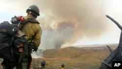 500 nhân viên cứu hỏa chống chọi với ngọn lửa vốn đã thiêu rụi 8.400 hecta tính đến nay, và buộc hàng trăm gia đình phải sơ tán.