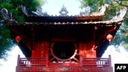 Văn Miếu - trường đại học đầu tiên ở Việt Nam.