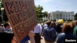 Người biểu tình phản đối việc Tổng thống Trump sa thải Giám đốc FBI Comey, 10/5/2017