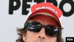 Pebalap tim Ferrari asal Spanyol Fernando Alonso adalah salah satu kandidat juara F1 tahun ini. Saat ini Alonso berada di posisi puncak dengan 246 poin, diikuti Mark Webber (238 pt), Sebastian Vettel (231 pt), dan Lewis Hamilton (222 pt.).