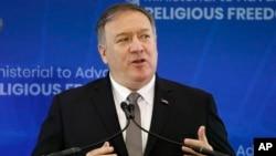 Menteri Luar Negeri AS Mike Pompeo berbicara dalam konferensi tentang kebebasan beragama hari Kamis (18/7) di Washington DC.