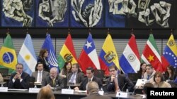 Delegations from oil exporters Colombia, Ecuador, Mexico and Venezuela meet at the Union of South American Nations headquarters in Quito, April 8, 2016.