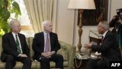 Senatorët amerikanë Mekein dhe Liberman vizitojnë Egjiptin