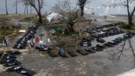 Thi thể các nạn nhân thiệt mạng vì bão Haiyan tại thành phố Tacloban.