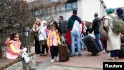 Des réfugiés syriens arrivent au centre des réfugiés et migrants à Friedland, en Allemagne, le 4 avril 2016.