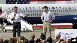 31일 미트 롬니 미 공화당 대통령 후보(왼쪽)와 폴 라이언 부통령 후보.