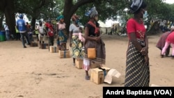 Metuge: Campo de deslocados do centro agrário de Napala. Distribuição de alimentos por PMA a deslocados da insurgência em Cabo Delgado.