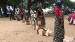 Campo de deslocados do centro agrário de Napala. Distribuição de alimentos por PMA a deslocados da insurgência em Cabo Delgado.