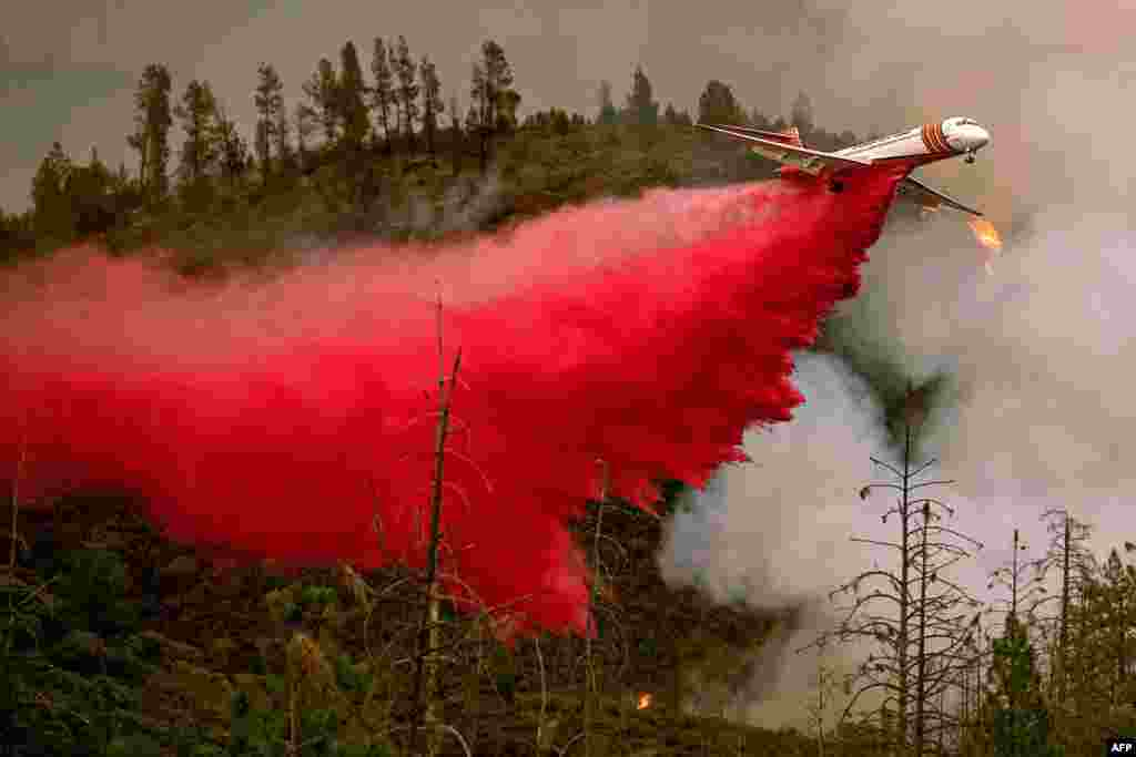 An air tanker drops retardant while battling the Ferguson fire in Stanislaus National Forest, near Yosemite National Park, California, July 21, 2018.