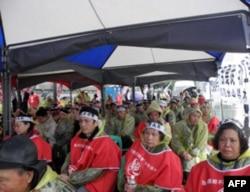 退伍军人农民和家属举行抗议示威