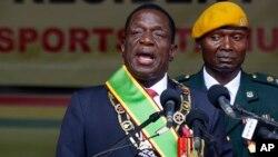 Presiden baru Zimbabwe Emmerson Mnangagwa tidak mengakomodasi kelompok oposisi dalam penyusunan kabinet barunya hari Kamis (30/11).
