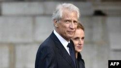 L'ancien Premier ministre français Dominique de Villepin arrive pour assister à un service religieux pour l'ancien président français Jacques Chirac à l'église Saint-Sulpice à Paris le 30 septembre 2019.