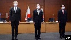 14일 도쿄의 일본 외무성에서 미-한-일 북 핵 수석대표 회의가 열렸다. 왼쪽부터 성 김 미국 대북특별대표, 후나코시 다케히로 일본 외무성 아시아대양주국장, 노규덕 한국 외교부 한반도평화교섭본부장.