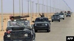 ლიბიელი მეამბოხეები ქალაქ ბანი ვალიდის მისადგომებთან დგანან