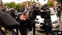 Okršaji demonstranata i policije u Louisvilleu.