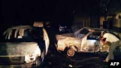 Bangkai mobil di lokasi bom bunuh diri di kota Kano yang mayoritas penduduknya Kristen di Nigeria Utara (18/5).