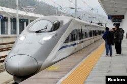 중국 상하이와 윈난성 쿤밍을 잇는 고속열차.