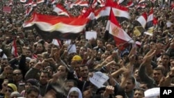Thousands of Egyptian anti-Mubarak protesters shout slogans as they take part in a demonstration at Tahrir square in Cairo, Egypt, February 8, 2011