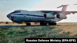 რუსული ილ-76 ტიპის სამხედრო თვითმფრინავი სომხეთის ერებუნის ბაზაზე.