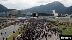 香港抗议者在通往香港国际机场的高速公路上示威。(2019年9月1日)