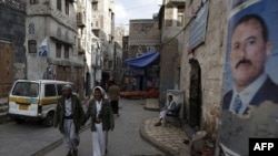 Tấm áp phích có hình Tổng thống Ali Abdullah Saleh ở thành phố Sanaa, Yemen, 7/8/2011